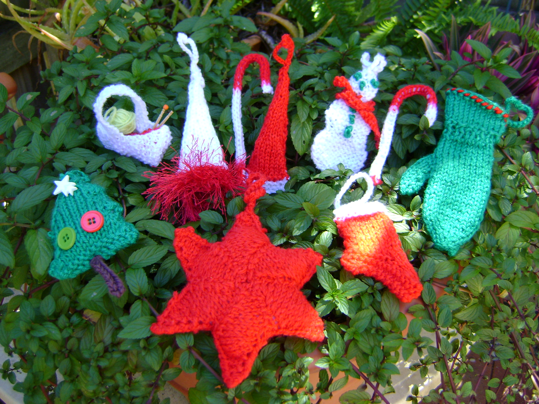Simple Knitting Patterns Christmas Decorations : Free Christmas decoration knitting patterns MelsNattyKnits