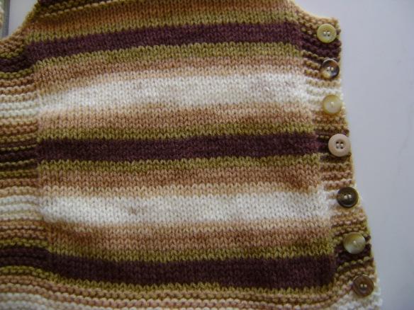 Pebble Vest Leaves 06